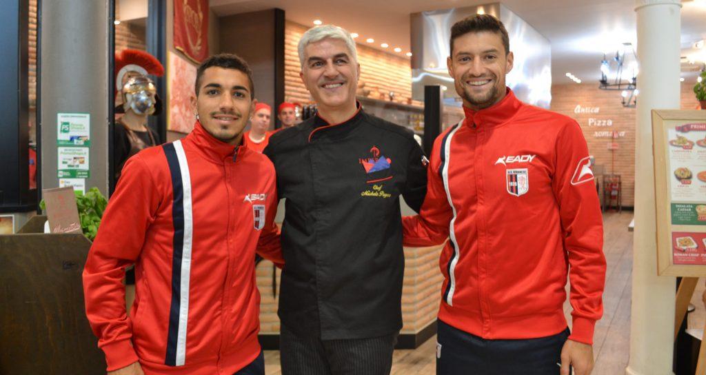 Lo chef di Imperivm Michele Pagano con i giocatori di Us Vibonese
